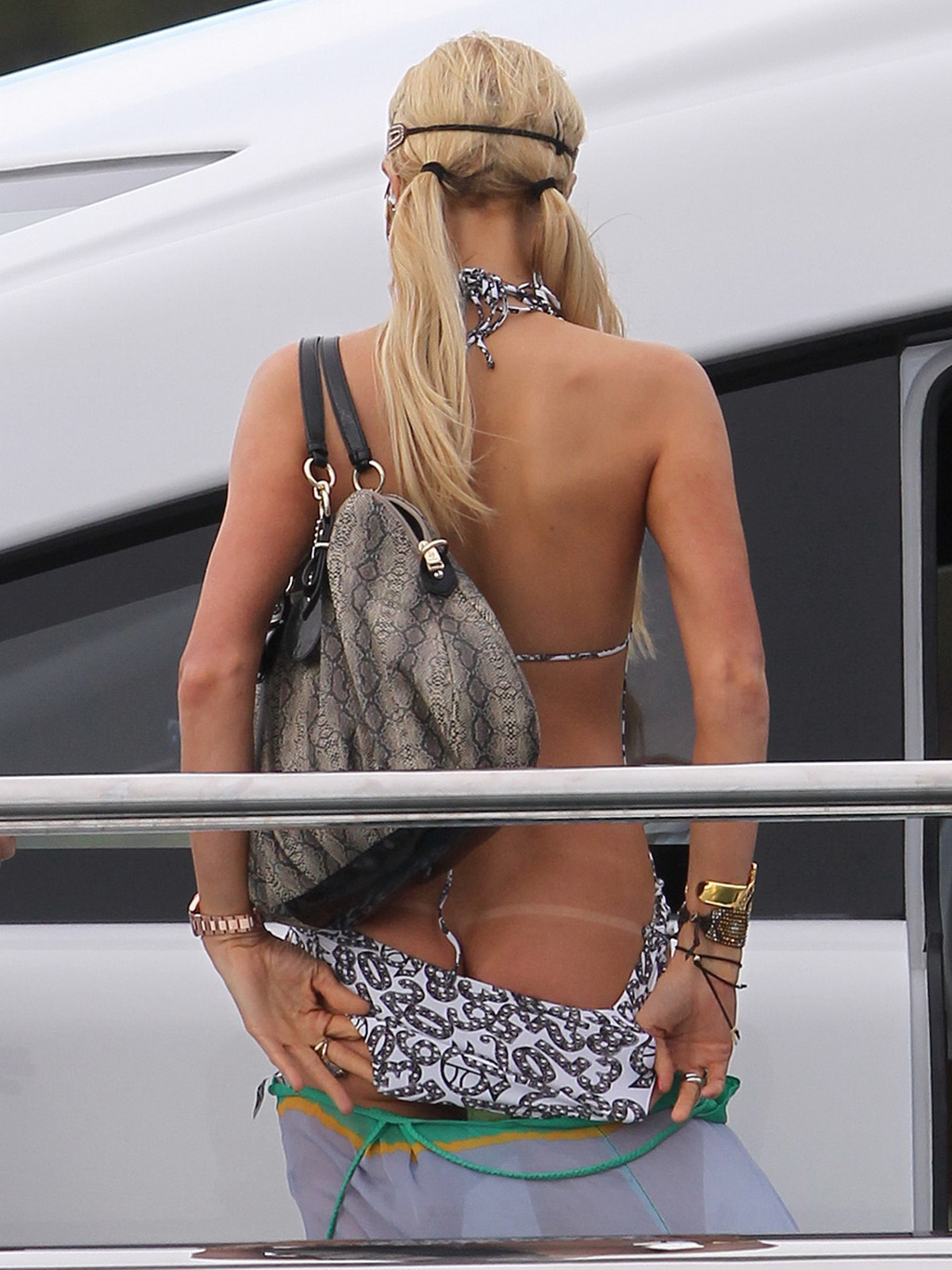 paris hilton ass jpg 1152x768