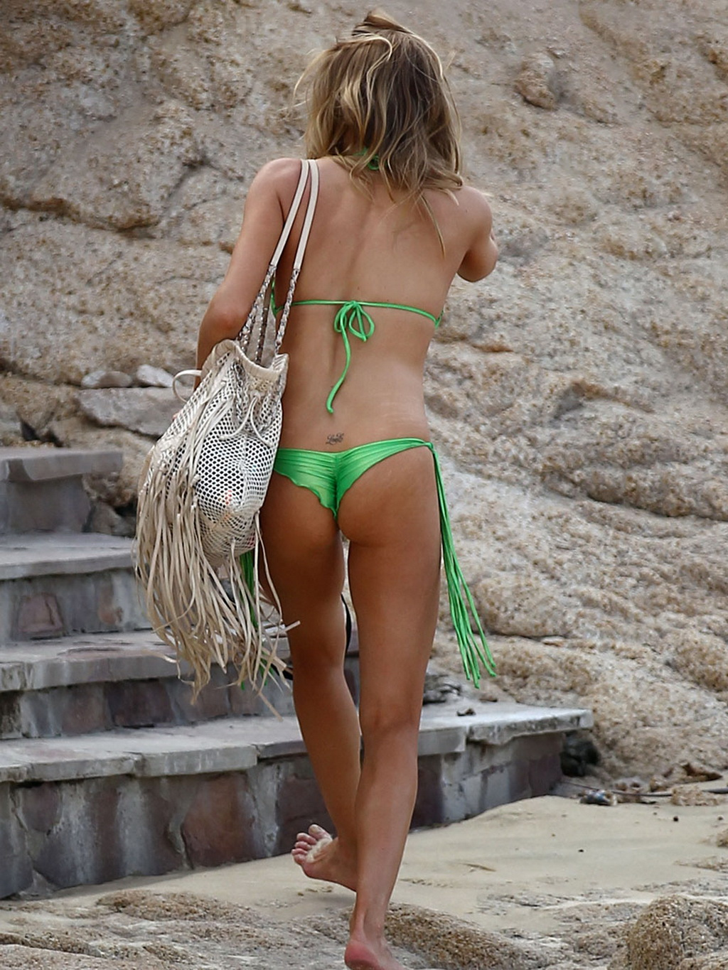 Leann Rimes Showing Her Nice Tits And Hot Ass Wearing A Wasabi Green