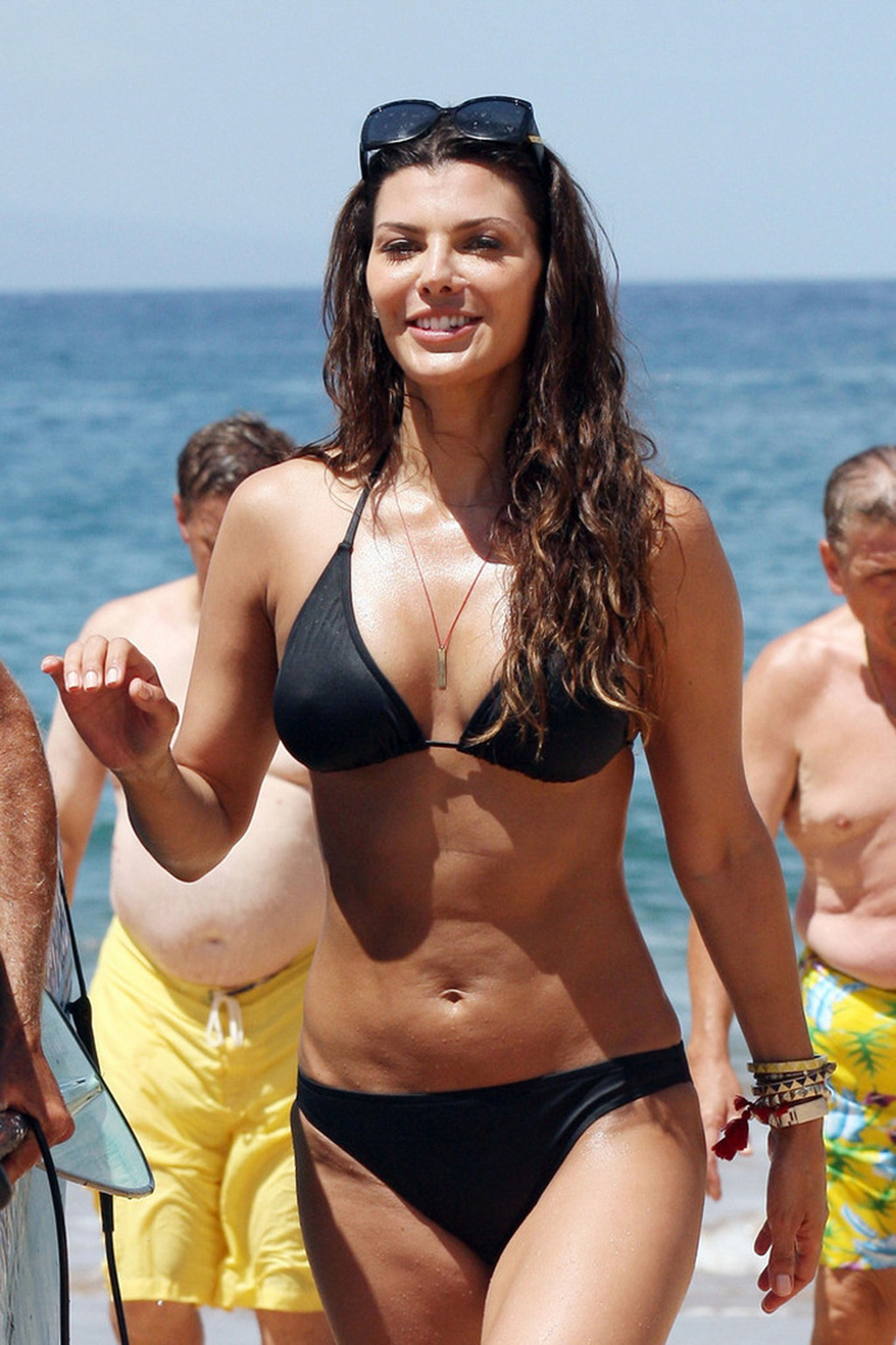 ali landry shows pokies in wet black bikini after paddling on a