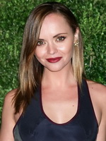Christina Ricci shows big boobs and toned belly from CelebMatrix
