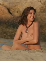 Lisa Snowdon exposing her hot body topless at the beach from CelebMatrix