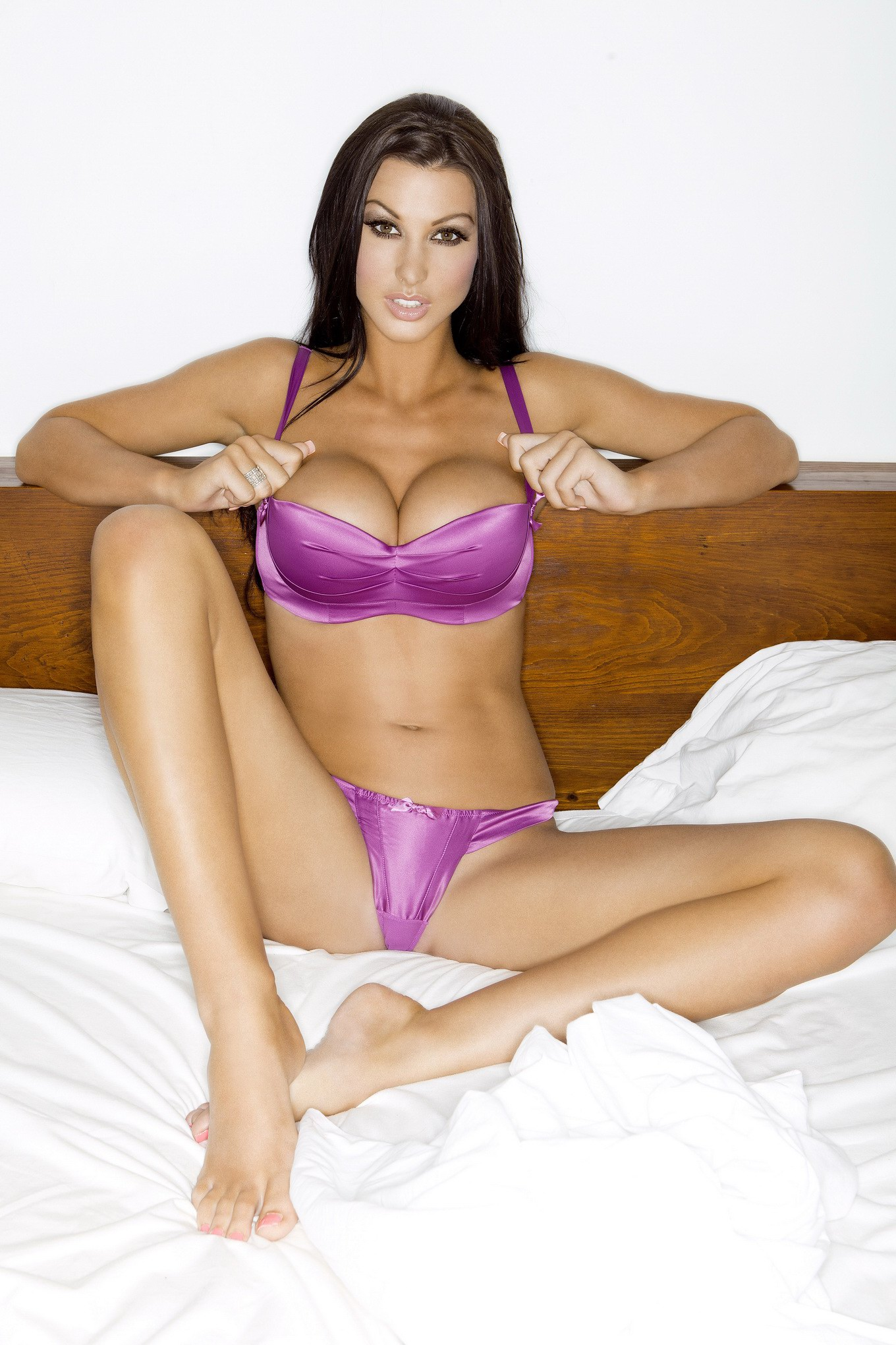 Lavender Bedroom Alice Goodwin Bares Her Curvy Body At New Ketchup Photoshoot