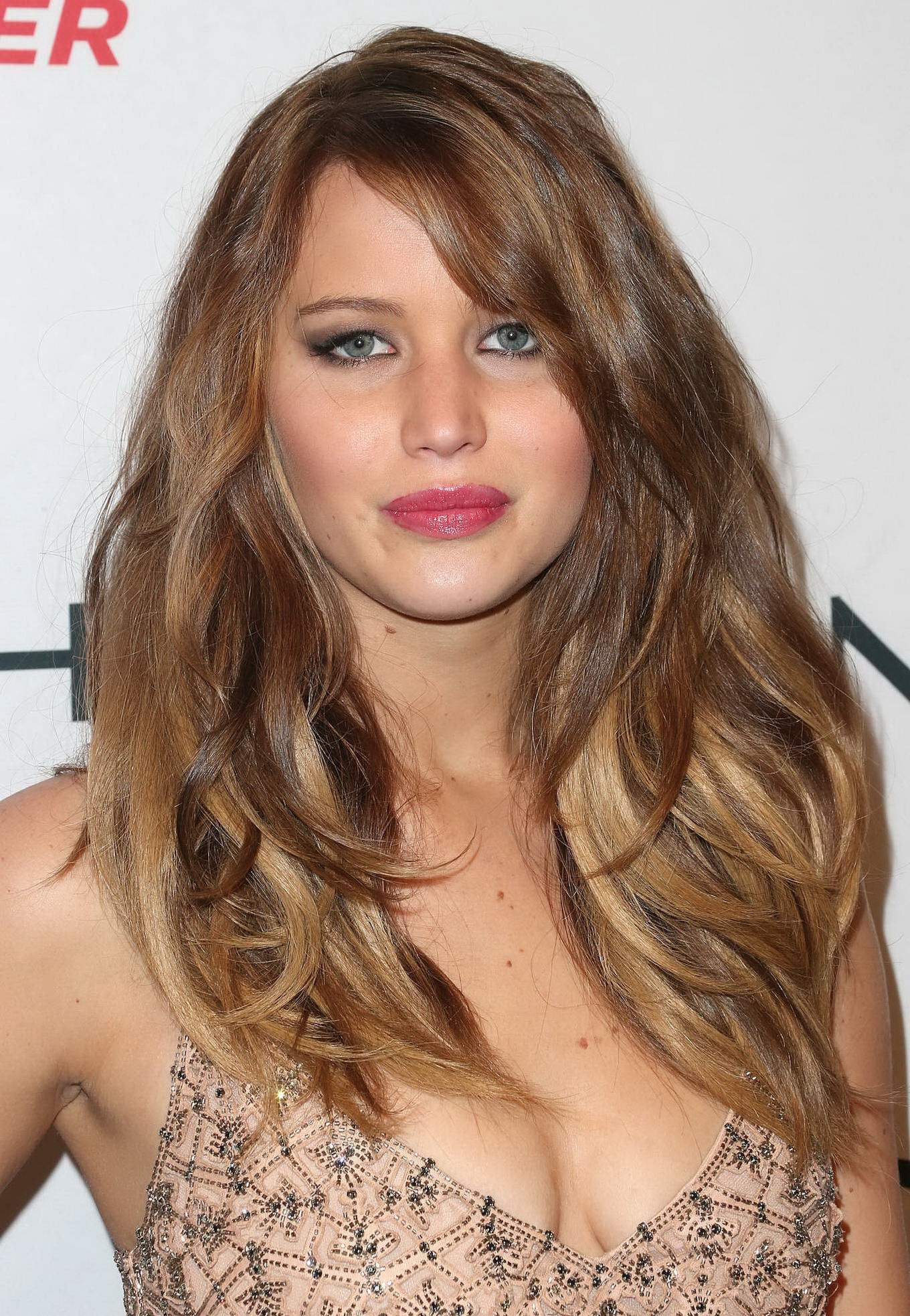 Jennifer Lawrence Braless Showing Big Cleavage In A Flesh