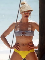 Cameron Diaz and Drew Barrymore showing their hot bikini bodies at the beach in Mexico from CelebMatrix