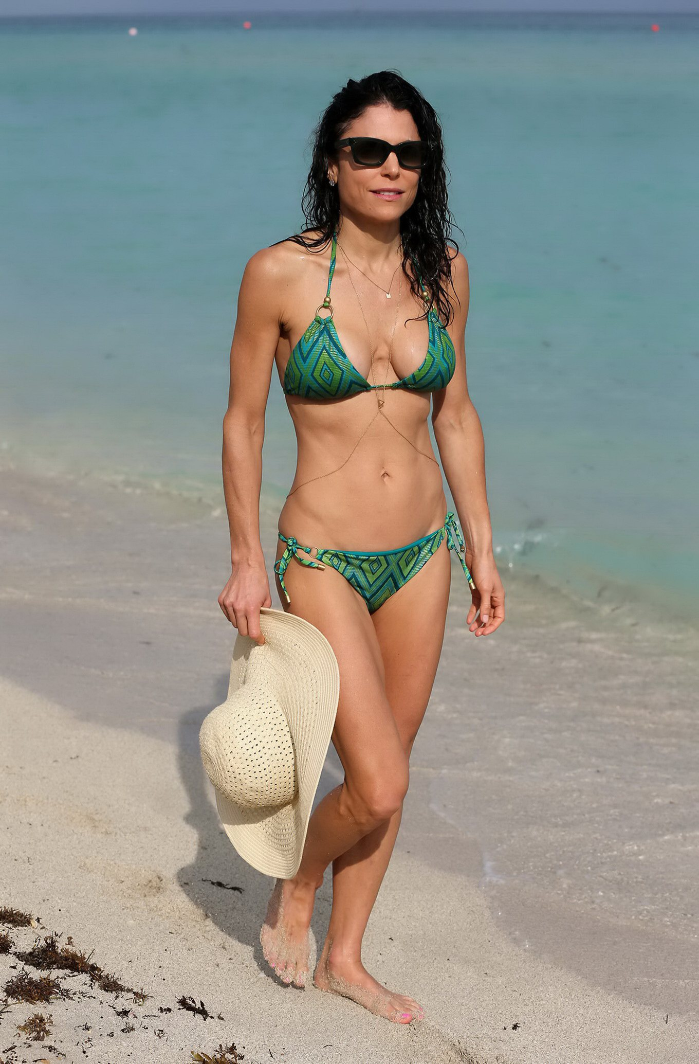 Bethenny Frankel shows off her hot body in a tiny green bikini at ...