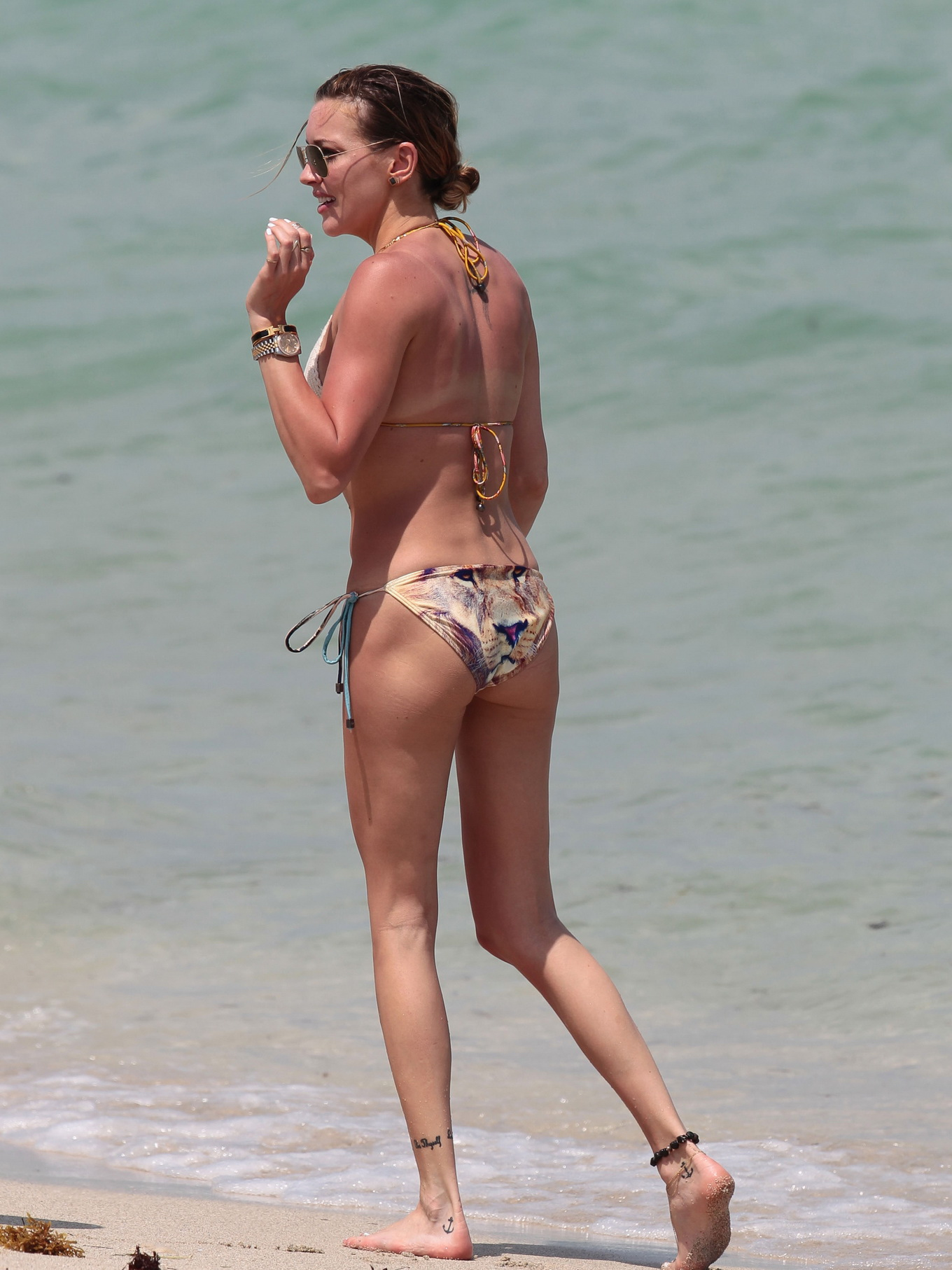 moms katie cassidy ass