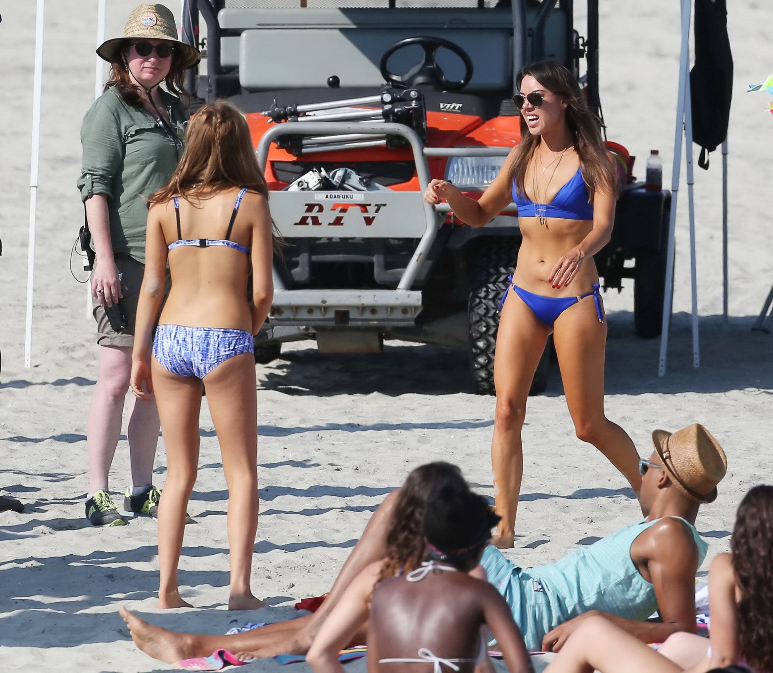 zoey deutch showing off her hot bikini body on the set of dirty