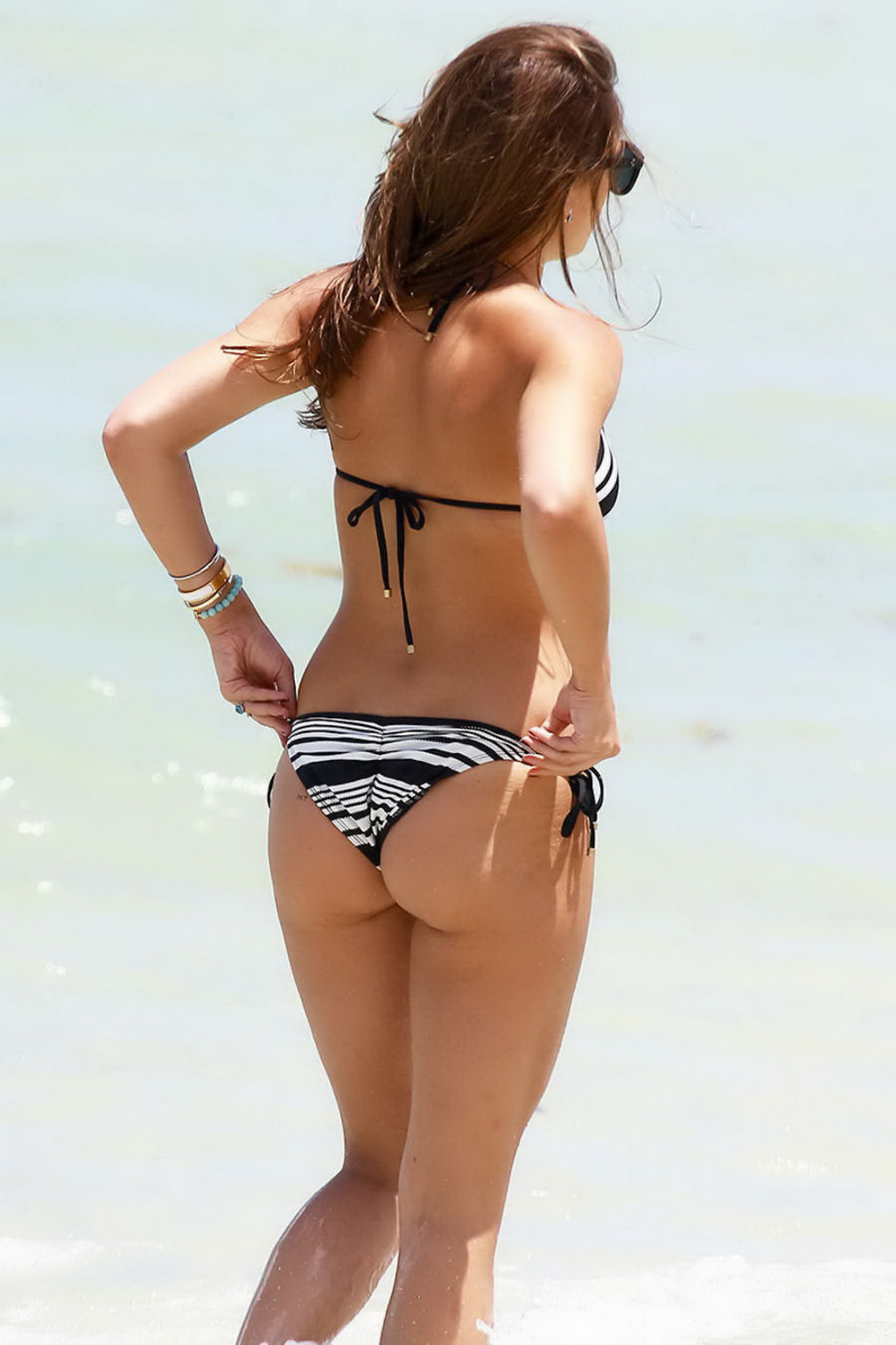 Keleigh Sperry showing off her curvy body in tiny monochrome bikini at the beach in Miami