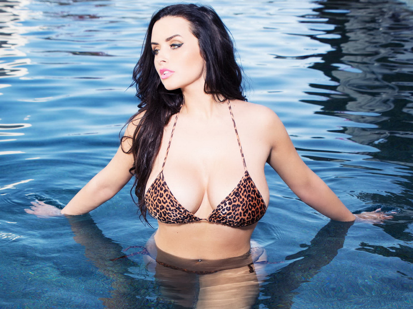 abigail ratchford showing off her hot bikini body at the pool during a