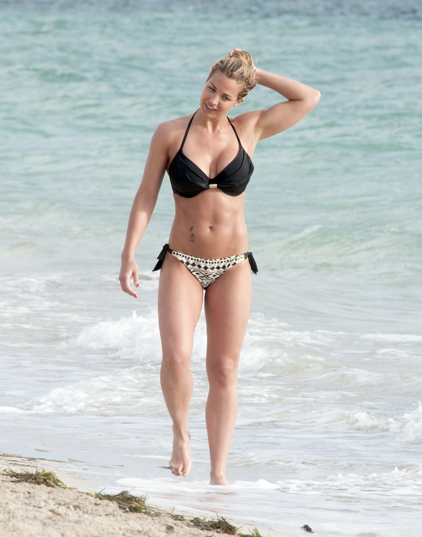 Gemma Atkinson stripping her black bikini top at the beach in Cuba: www.celeb6free.com/pics/celeb3970/topcelebs.html