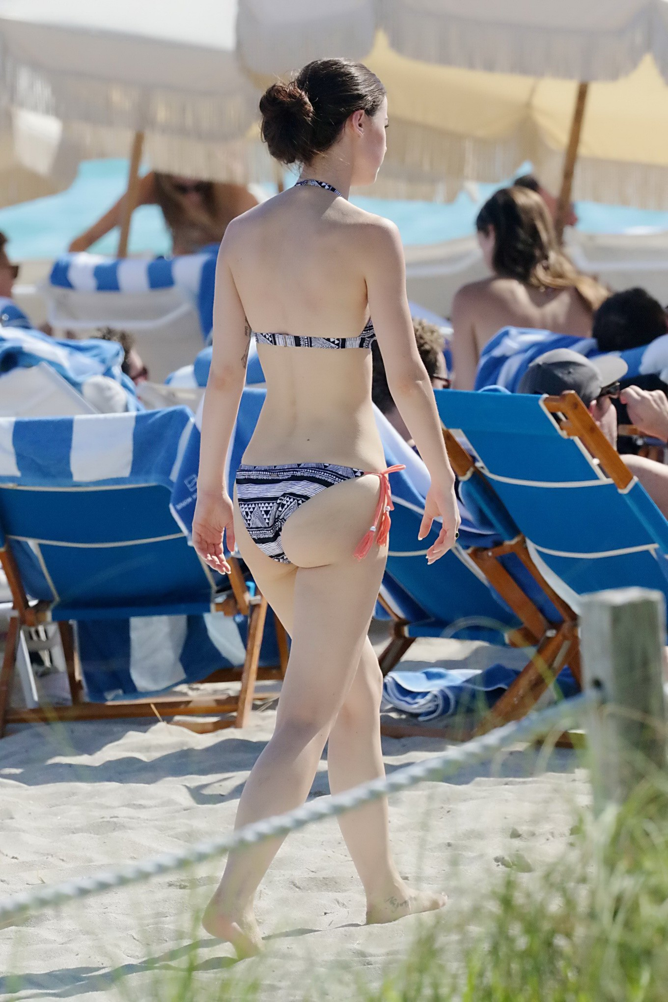 ... off her hot body in skimpy monochrome bikini at the beach in Miami: www.celeb6free.com/pics/celeb4063/topcelebs.html