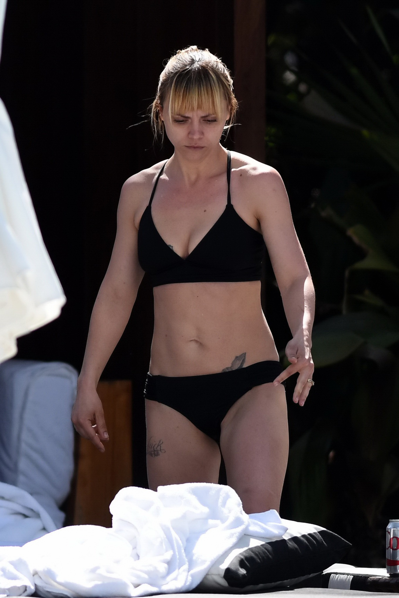 ricci showing her hot body in black bikini at the pool in miami