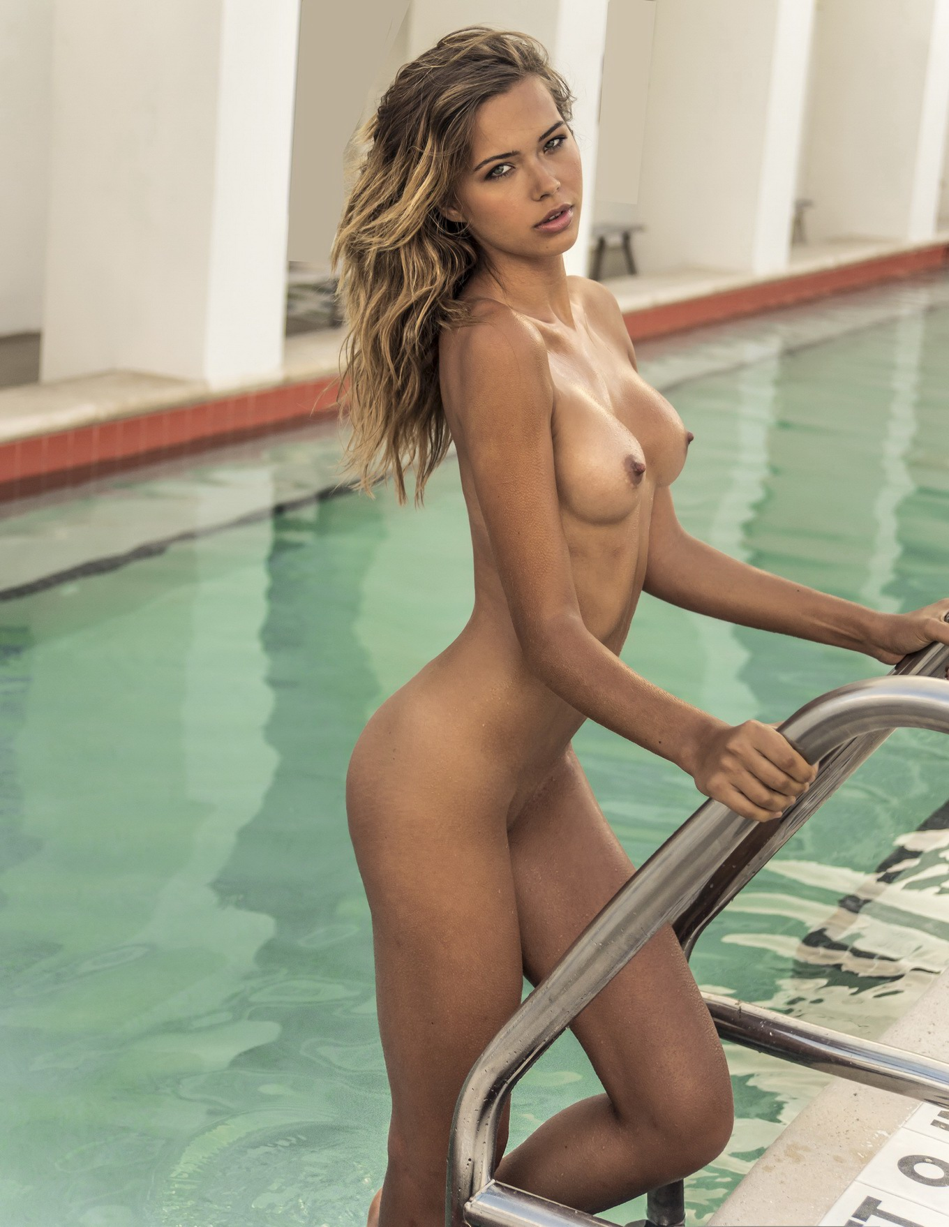 Sandra Kubicka displaying her hot fully naked body for ...