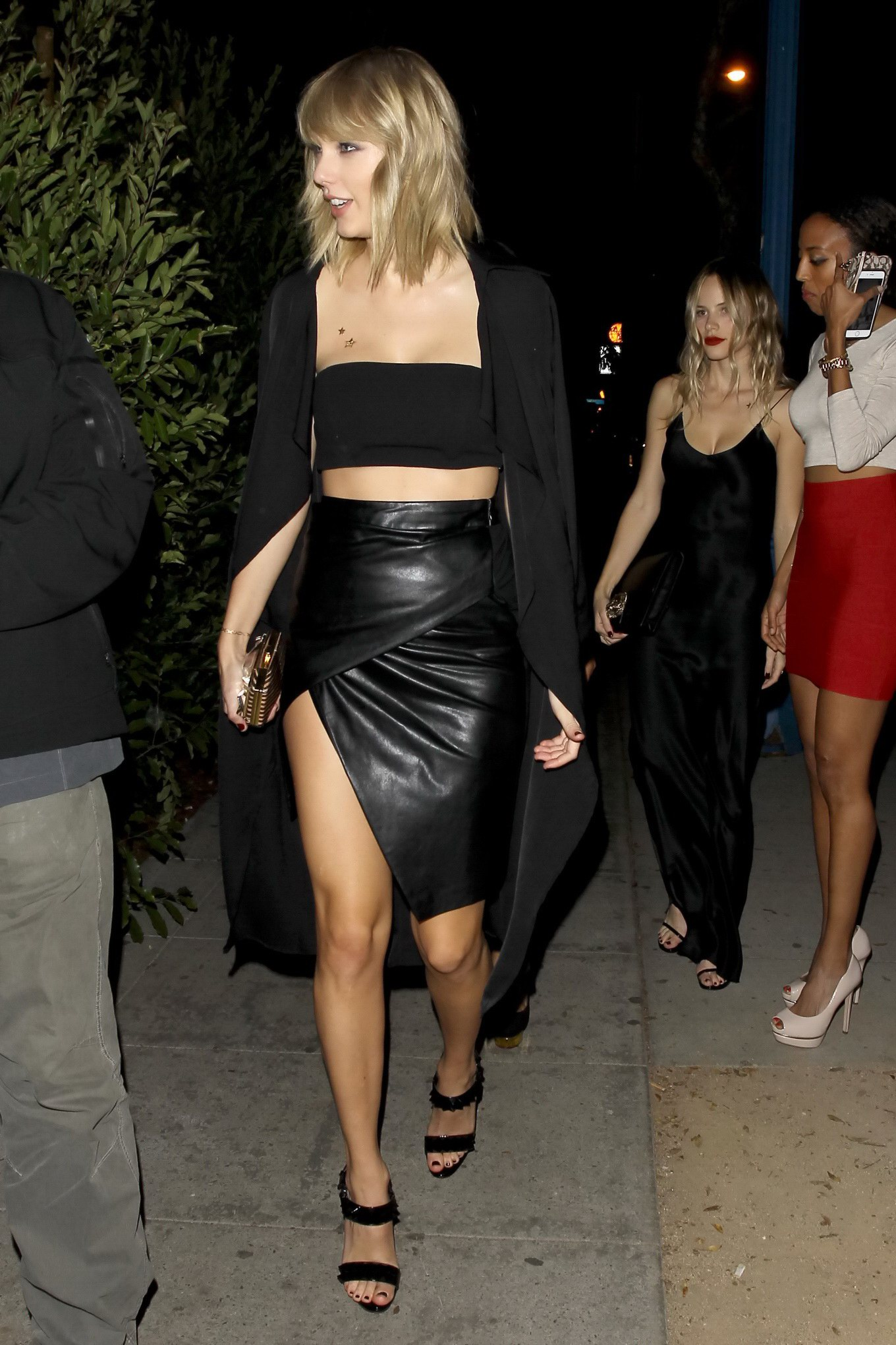 Taylor Swift and Halston Sage arriving at Drake's Birthday Party in ...: www.celeb6free.com/pics/celeb4709/taylor_swift_free_freeones.html