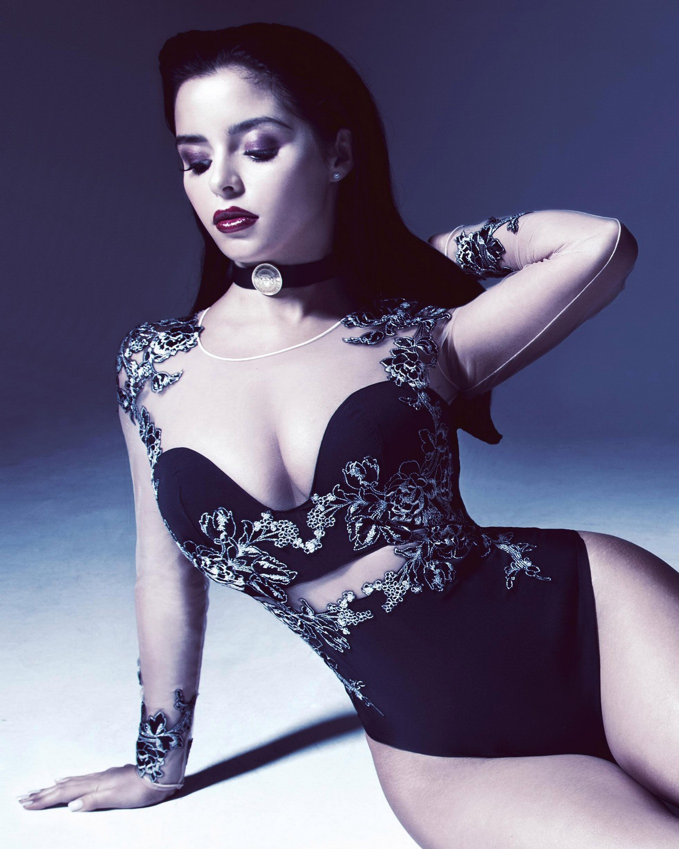 demi rose mawby displaying her hot nude body for the