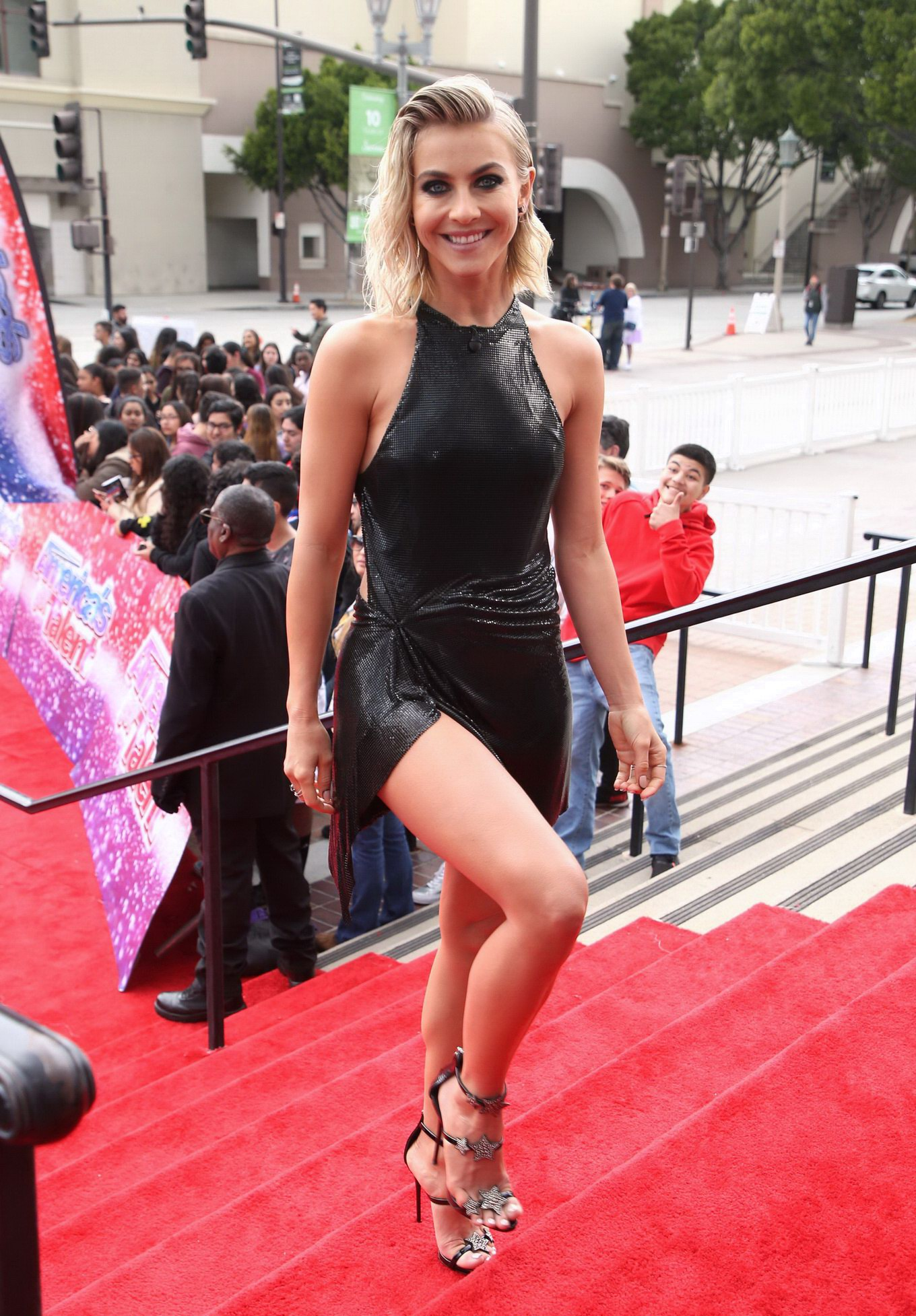 julianne hough braless in a tiny black bare back mini