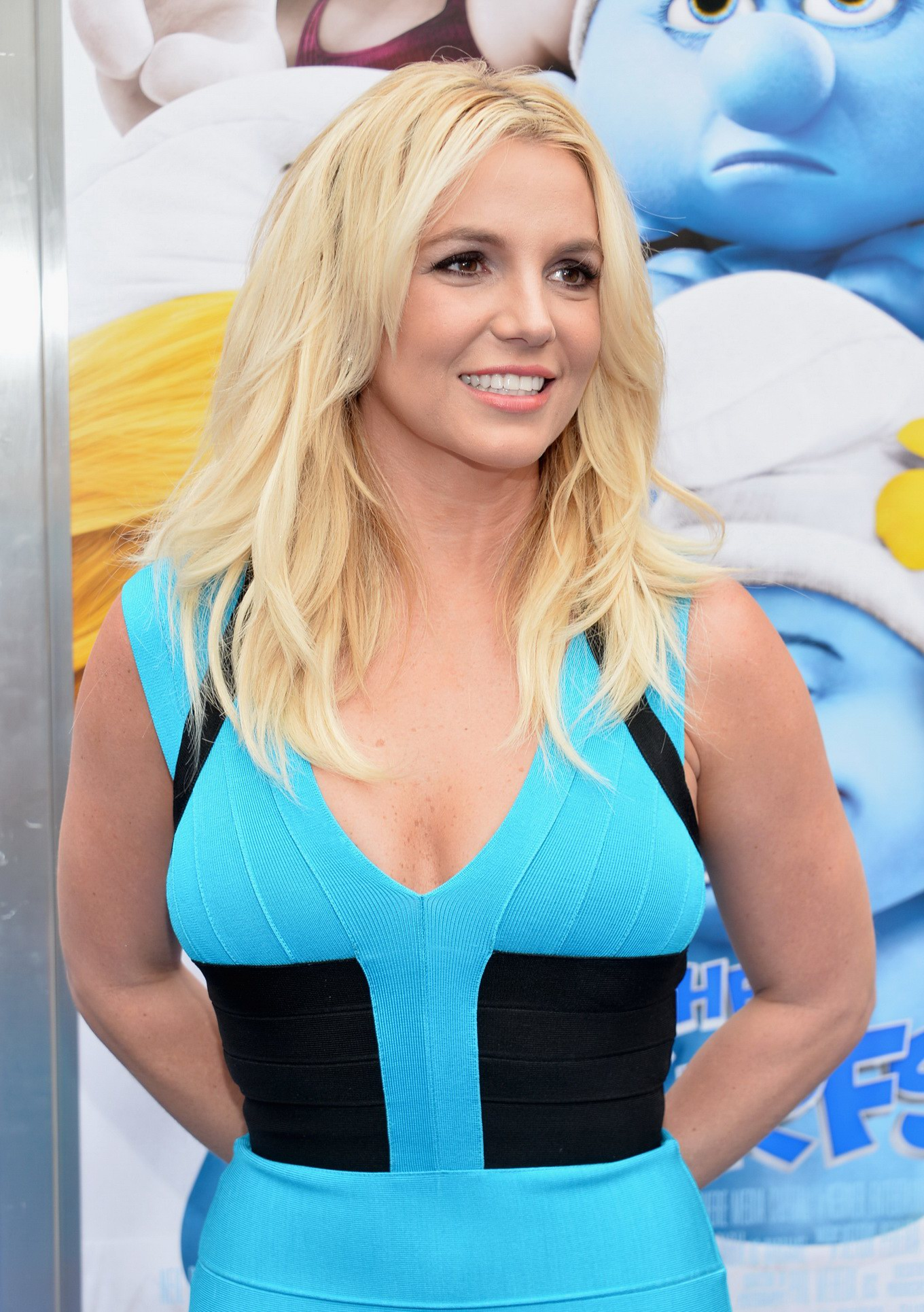 Britney Spears Busty Showing Big Cleavage In A Blue Mini -3729