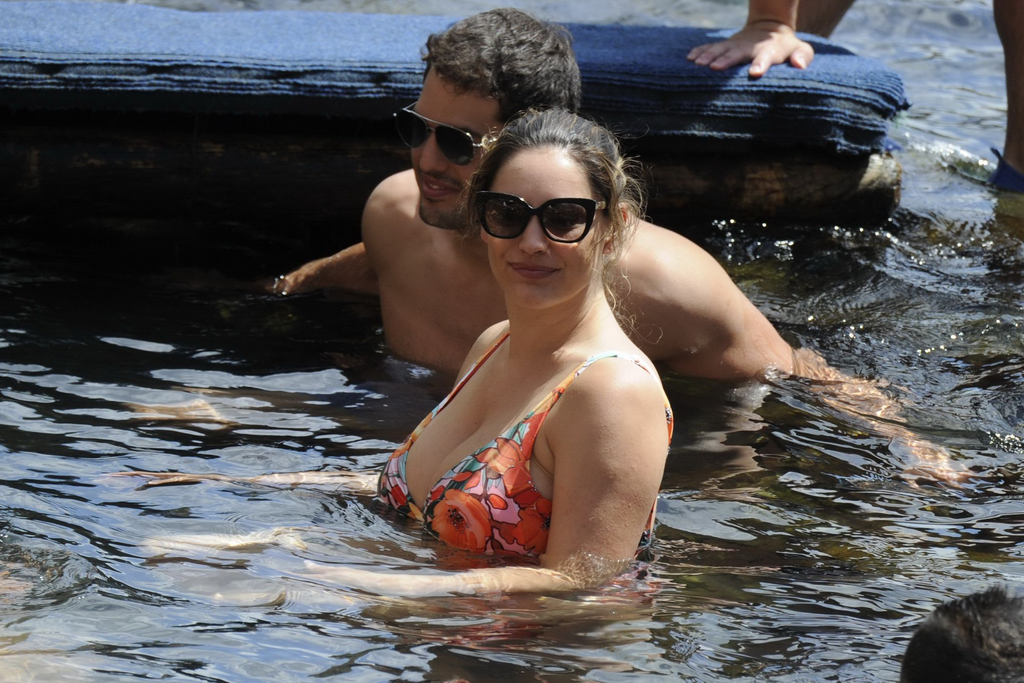 Kelly Brook busty and booty in a skimpy floral one-piece ...